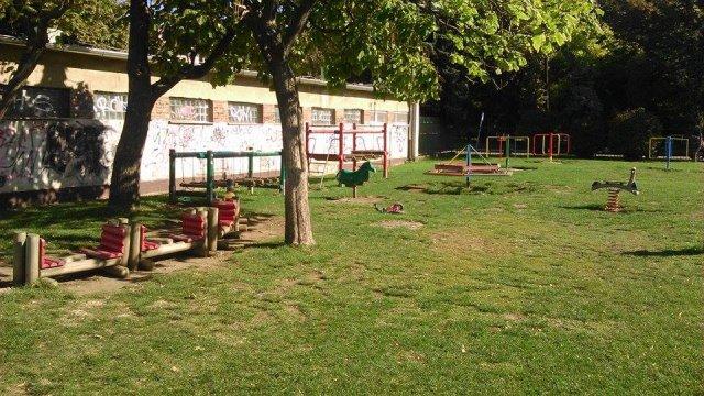 Oprava a ohradenie detskeho ihriska na Slavii