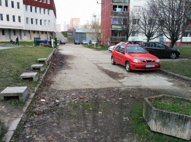 Chýbajúci výjazd z parkoviska