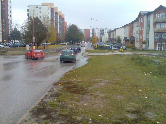 Chodník Vozovka-Družba: Sasinkova - V.Clementisa