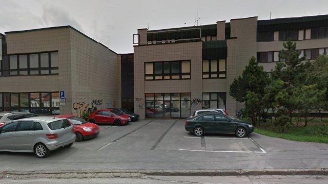 Zvýšenie atraktívnosti povrchov formou svietiacich dlaždíc - v okolí moderných objektov (budovy VŠ v centre) alebo velmi neatraktívnych ulic bez historickej atmosféry