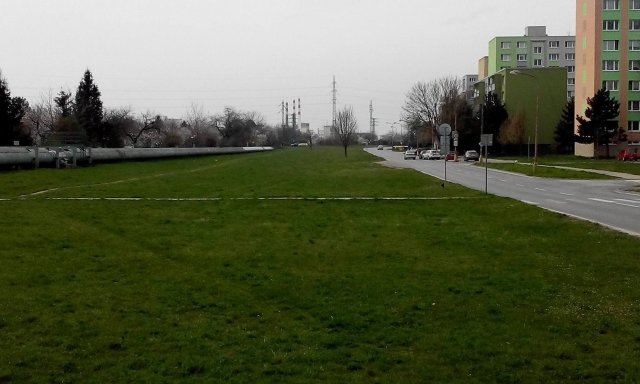 Výsadba stromov - parčík na Linčianskej